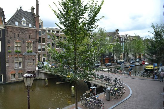 Velvet Amsterdam Bed and Breakfast: View from Canal Room 2