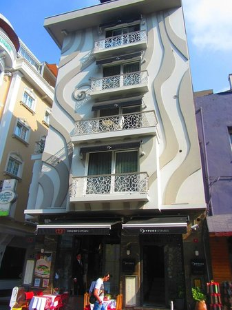 Hotel exterior picture of hypnos design hotel istanbul for Decor hotel istanbul