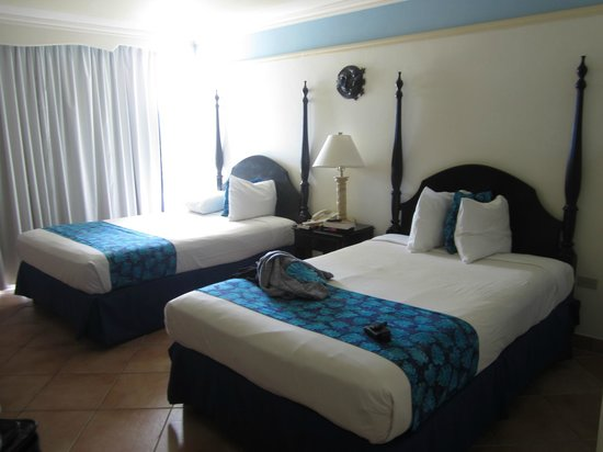 Sunset Beach Resort, Spa & Water Park: Clean, spacious rooms with sweet views