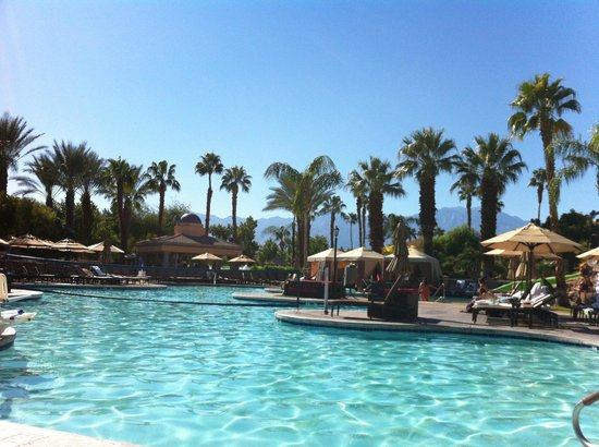 Westin Mission Hills Golf Resort & Spa: Main pool area. Lots of areas for sun and shade. Great pool side service.