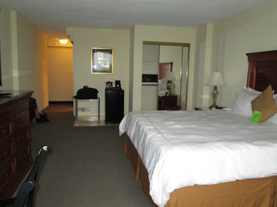 Accessible King Bedroom Picture Of Savoy Suites Hotel Washington Dc Tripadvisor