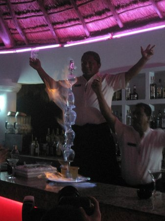 Heaven en Hard Rock Hotel Riviera Maya: Jose at the martini bar.
