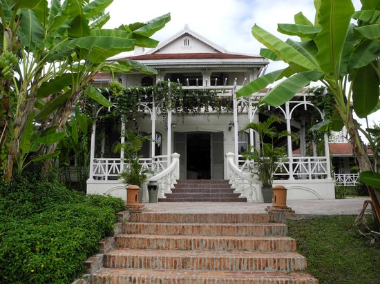 The Luang Say Residence: Eingang zur Bar