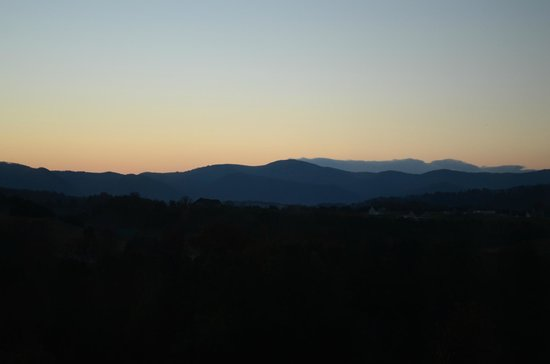 Wingate by Wyndham Lexington: Sunrise, Nov 3rd.  Actual view was nicer than photo.
