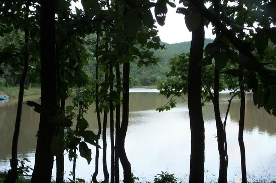 Keonjhar India  city pictures gallery : Keonjhar, India: Lake near Sanaghagara Waterfall