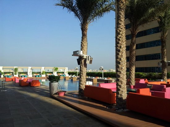 Pool at 8th floor picture of media one hotel dubai for Hip hotel dubai