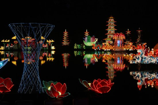 Yongnian County, China: Light show 3