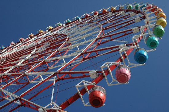 シースルー下から見上げるとこんな感じ - Picture of Pallete Town Ferris Wheel, Koto - TripAdvisor