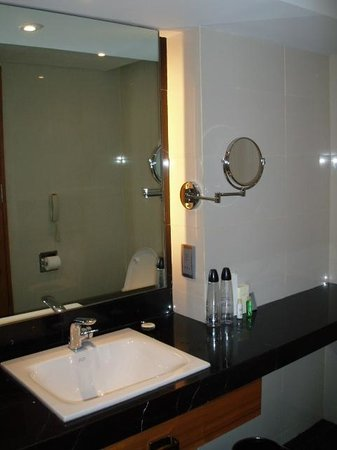bathroom mirror shaving mirror picture of radisson blu cebu cebu city. Black Bedroom Furniture Sets. Home Design Ideas