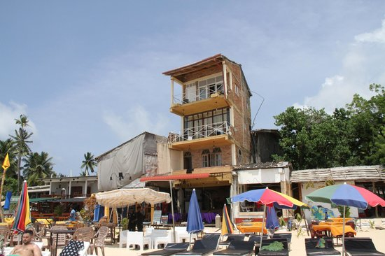 Upul's Guest House: Upul's ugly hotel