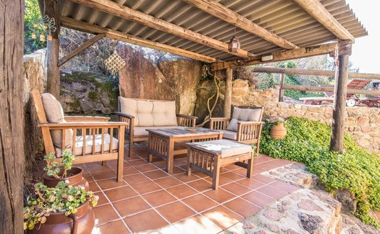 A laxe p rustica o pindo spain pension reviews for Terrazas de madera rusticas