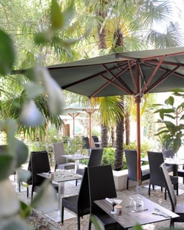 Restaurant le jardin du calendal picture of hotel spa le for Restaurant le jardin a domont