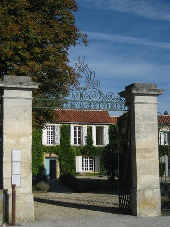 Main gate - Domaine de chatelard ...
