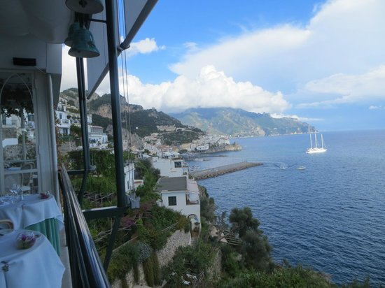 Santa Caterina Hotel: Amalfi town from the dinning room.