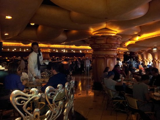 My second time at The Cheesecake Factory and it was overall a good experience. I went with a group of 6 people on a Monday for lunch and we still had to wait in line for food - For me, busy restaurant means good food, so we waited.3/5().