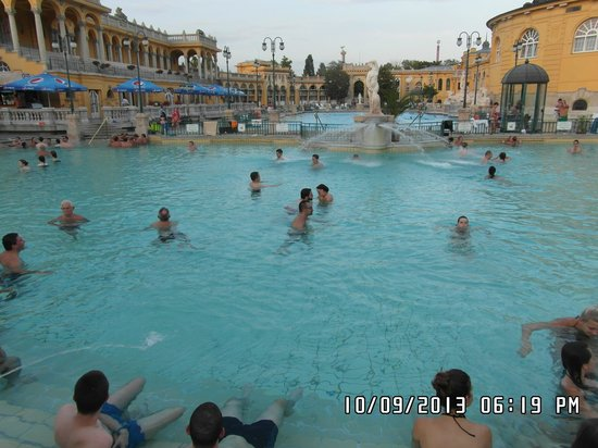 Piscine esterne picture of budapest central hungary for Piscine externe