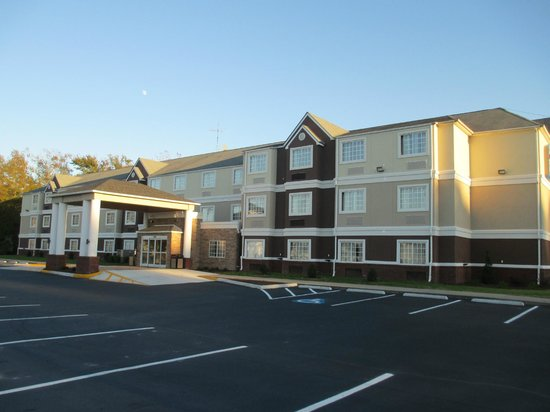 ‪BEST WESTERN PLUS Elizabeth City Inn & Suites‬