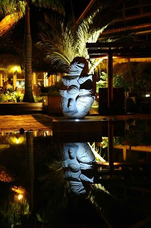 InterContinental Resort & Spa Moorea: Waiting for the Dinner Show poolside