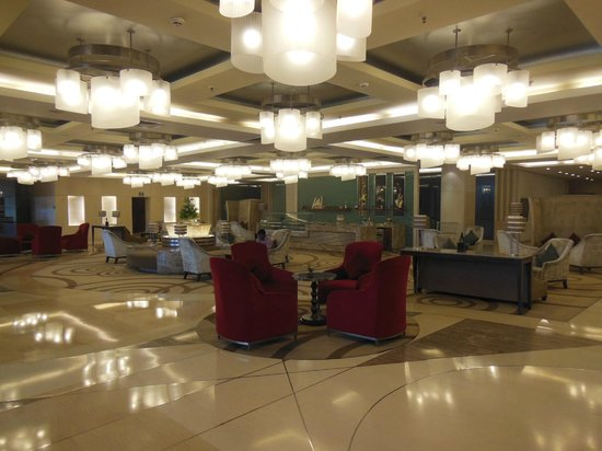 Piccadily Hotel New Delhi: Seating in the lobby area is comfortable