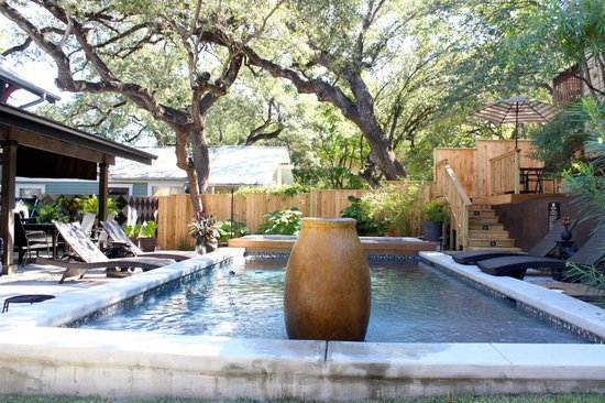 Gateway Guesthouse: Pool area