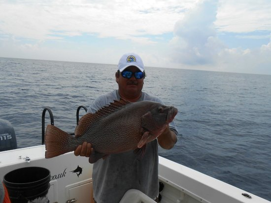 Jorge 39 s first mate picture of the rusty hook playa del for Playa del carmen fishing charters