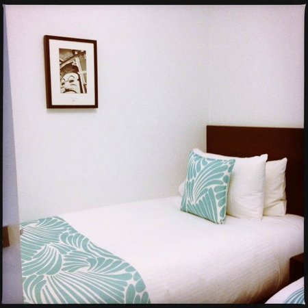 Alto Hotel on Bourke: Second room with two large Single Beds, upper level next to main room