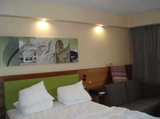 Hampton by Hilton Liverpool/John Lennon Airport: Clean Modern Rooms