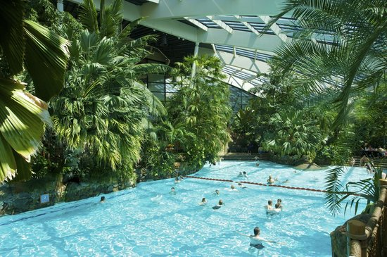 Guests Enjoying The Outdoor Subtropical Swimming Paradise Picture Of Center Parcs Longleat
