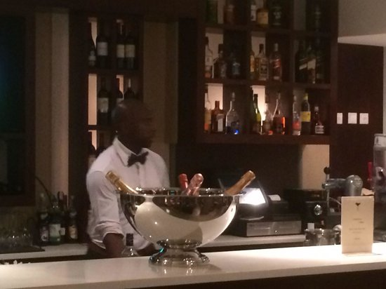 Le bar de l hotel royal picture of hotel royal kinshasa for A k a cedric salon nyc