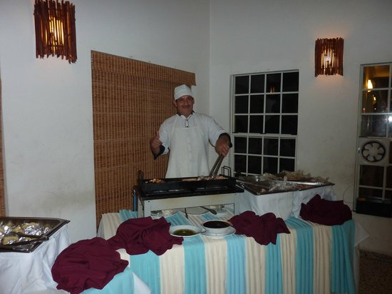 Turquoise Bay Dive & Beach Resort: Grillmeister