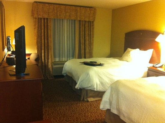 Hampton Inn Elkhorn: Spacious and clean room