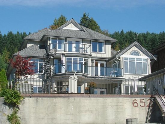 Dockside Retreat Port Moody
