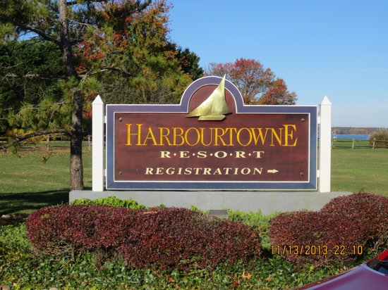 Harbourtowne Golf Resort and Conference Center: Welcome Sign