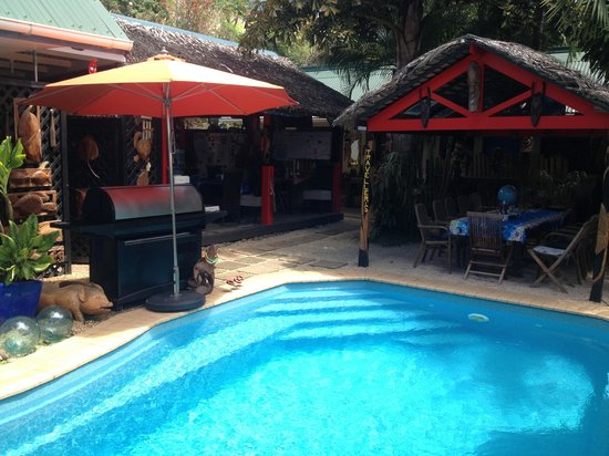 Traveller's Budget Motel: Relax by the pool after a big day out!