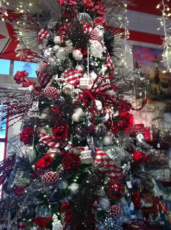 The Greenbrier: Christmas tree in the Christmas Shoppe