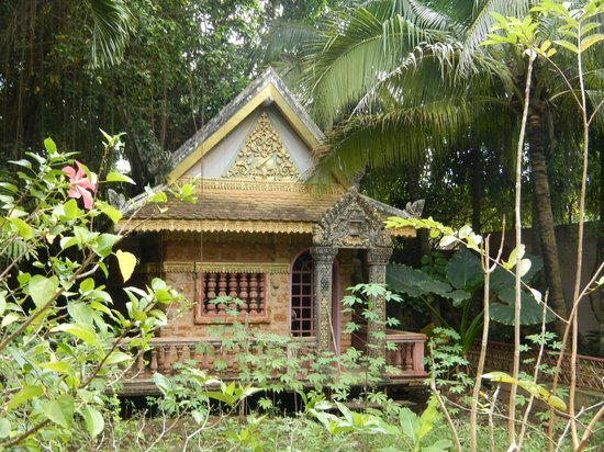 petite maison au fond du jardin picture of maisons d 39 amis de khuon tour phnom penh tripadvisor. Black Bedroom Furniture Sets. Home Design Ideas