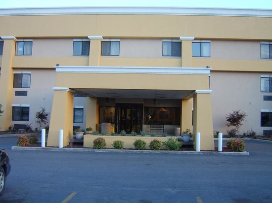 Photo of Budgetel Inn & Suites Memphis