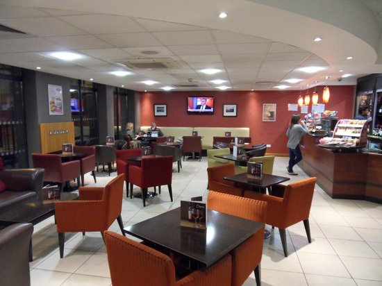 Premier Inn London City (Tower Hill) Hotel: Wee bar in hotel reception