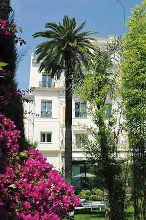 Photo of Hotel Le Canberra Cannes