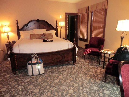 teddy 39 s room picture of rough riders hotel medora. Black Bedroom Furniture Sets. Home Design Ideas