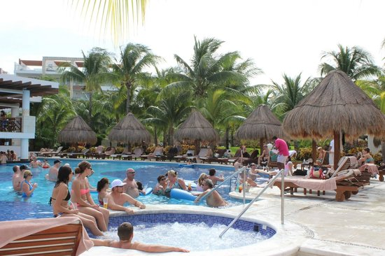 Excellence playa mujeres poker