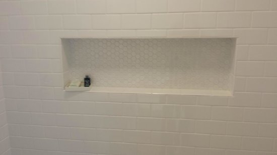 Built in shelf in shower picture of beck 39 s motor lodge for Beck s motor lodge castro