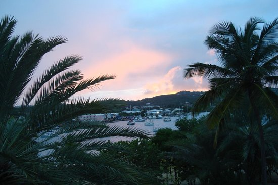 Hotel on the Cay: Sunset from our balcony
