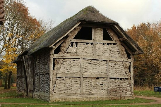 The cruck frame barn picture of bromsgrove for Cruck frame house plans