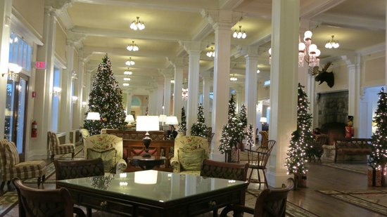 The Main Lobby Decorated For Christmas Picture Of Omni