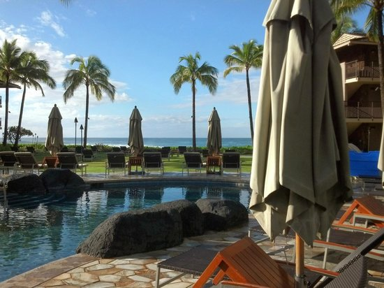 Koa Kea Hotel & Resort: pool area facing the ocean