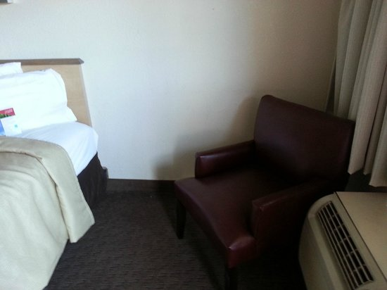 Red Roof Inn Pensacola - West Florida Hospital: Chair next to bed