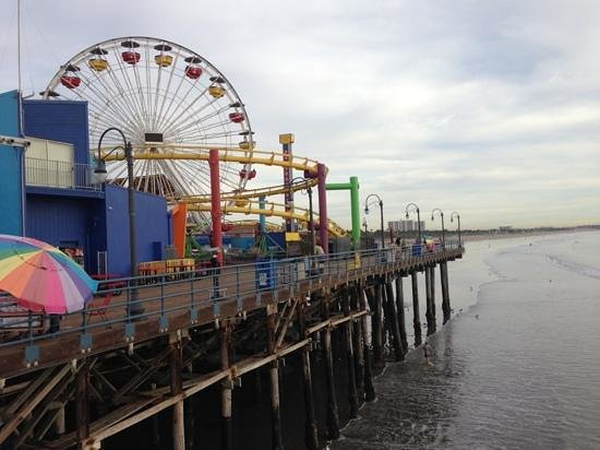 City tours and combination packages of major Los Angeles-area attractions. Transportation packages to popular Southern California destinations, including Six Flags Magic Mountain, Knott's Berry Farm, Disneyland, and Universal Studios, Warner Bros. Studio Tour, Malibu Star Homes and Hollywood Tours .