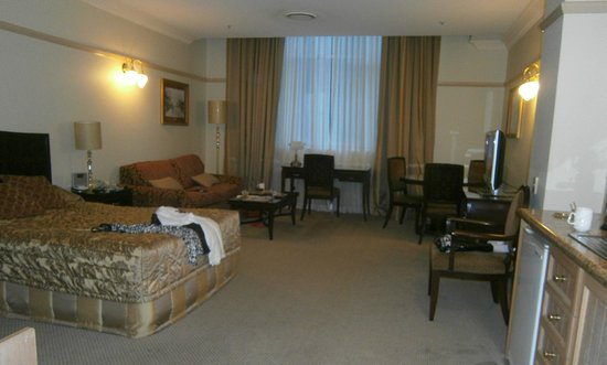 Royal Albert Hotel: Our large suite