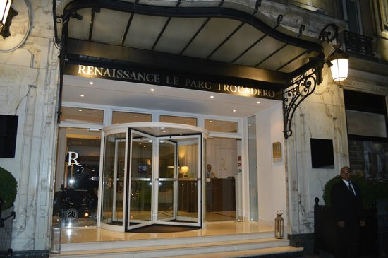 front entrance picture of renaissance paris hotel le. Black Bedroom Furniture Sets. Home Design Ideas